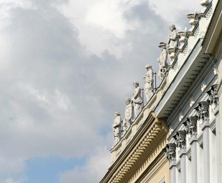 facade-1029228_1920-e1548936804424.jpg